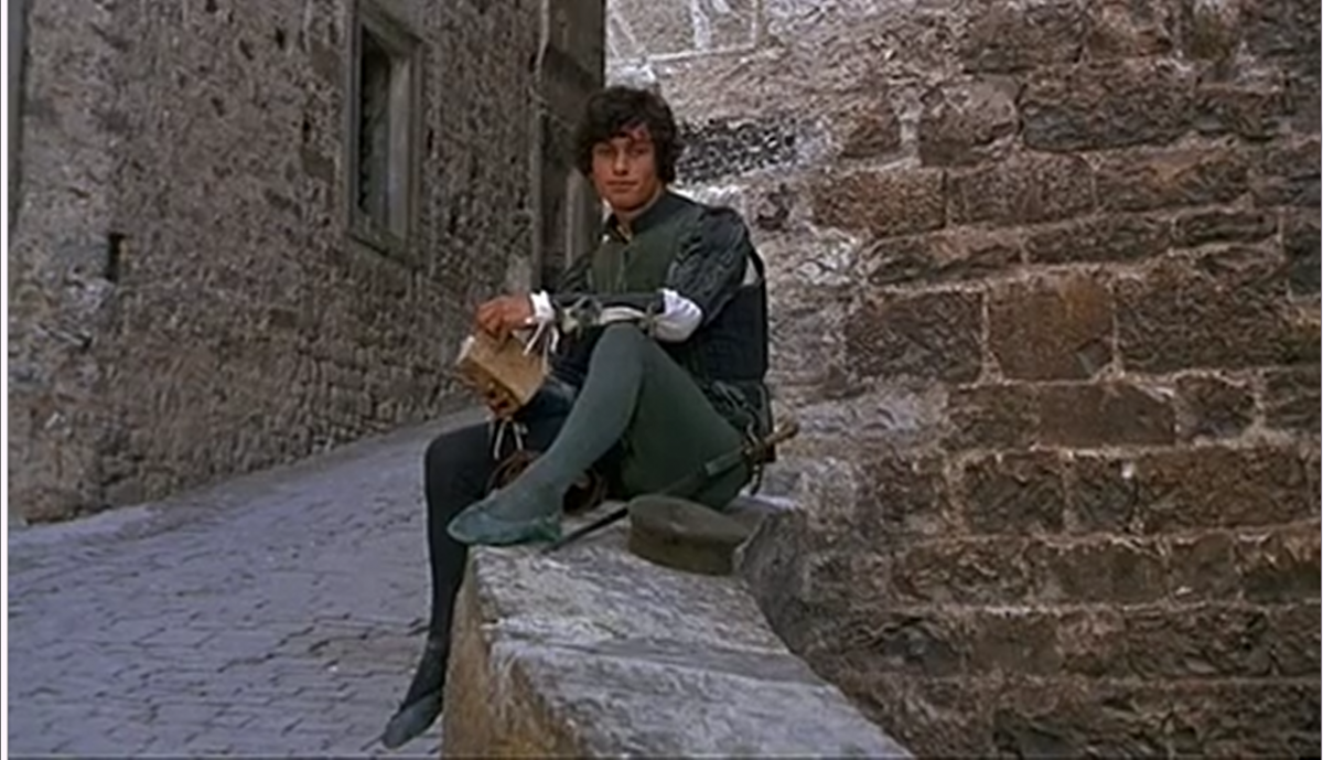 compare and contrast benvolio and mercutio Mercutio: in contrast to benvolio, mercutio is never worried about getting into troublehe is wild and seeks excitement, but also enjoys teasing the other characters he speaks with fancy language that is full of puns and figurative language.
